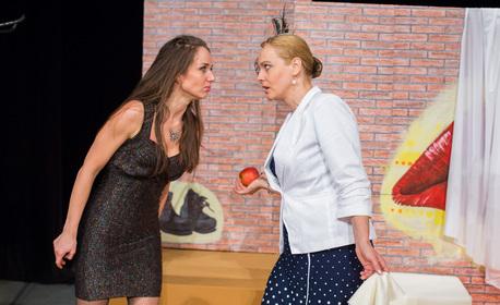 """Гледайте Параскева Джукелова в спектакъла """"Да се влюбиш в пеперуда"""" - на 19 Септември"""