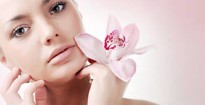 Почистване на лице, плюс пилинг маска и подхранване на околоочен контур - без или със RF лифтинг