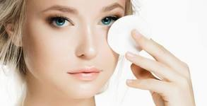 Масаж на лице, шия и деколте, почистване на лице или терапия според типа кожа