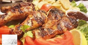 1кг пилешко или свинско месце на скара, плюс пържени картофки, гриловани зеленчуци, сос и 2 броя крем Брюле