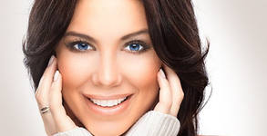 Масаж на лице, шия и деколте, терапия околоочен контур и маска, или почистване с ултразвук и терапия с фито-стволови клетки
