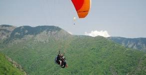 Панорамен или акробатичен тандемен полет с парапланер край Сопот