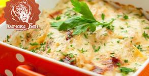 Пилешки стек или домашна наденица от свинско месо на скара, плюс картофи соте