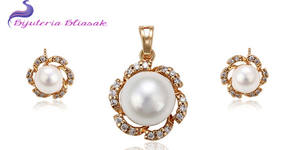 "Комплект колие и обеци ""Нежна перла"" със златно покритие, перли и кристални циркони"
