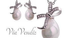"Комплект бижута ""Перлена капка""! Колие и обици с австрийски кристали и златно покритие"