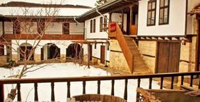 На чаша пелин в село Осмар, край Шумен! 1 или 2 нощувки със закуски за двама, плюс кана пелин и ползване на сауна