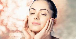 Сияйно лице! Кислородна изсветляваща терапия с витамин C или диамантено микродермабразио с хидратираща терапия