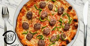 Голяма домашно приготвена пица на дървени въглища, плюс десерт и Coca Cola