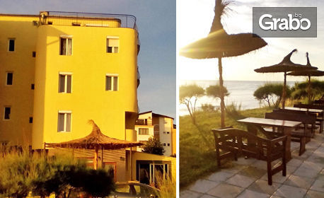 Цяло лято в Приморско! Нощувка със закуска и вечеря - на 3 минути от плажа