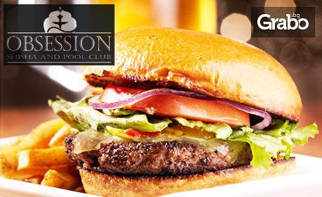 Клуб сандвич или бургер, плюс безалкохолна напитка, по избор