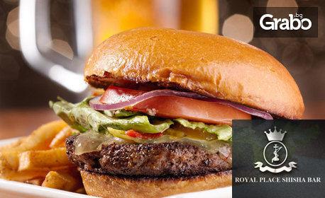 2 броя Клуб сандвич или бургер, плюс 2 безалкохолни напитки по избор