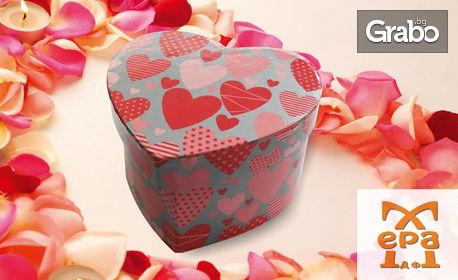 101 любовни късметчета в кутия с формата на сърце