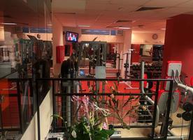 Фитнес център Life