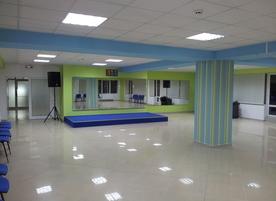 UN BESO art & dance center