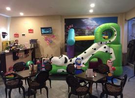 Кафе-клуб с детски център Goldy