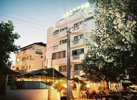 Хотел с ресторант  Левтери