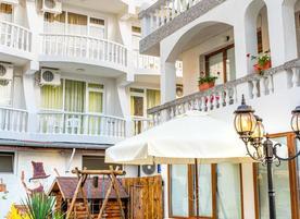 Хотел Янис***