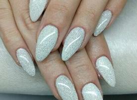 Nails by Julia Nikolova