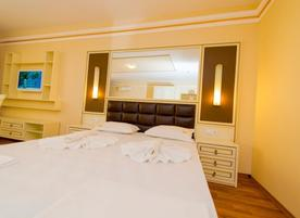 Golden Rainbow VIP Residence****