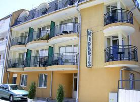 Семеен хотел Кипарис**