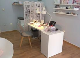 Diamond nail studio