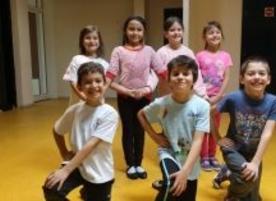 Танцов клуб Луди Млади