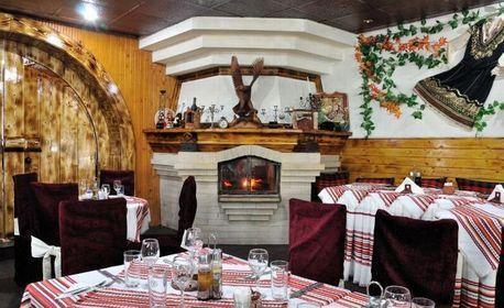 Салата и основно ястие с гарнитура, по избор - в Св. св. Константин и Елена