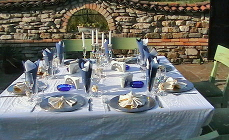 До края на Септември край Троян! Нощувка със закуска и вечеря, плюс басейн - в с. Шипково