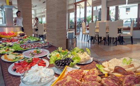 Лято в Китен! Нощувка със закуска и вечеря - без или със обяд