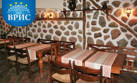 През Октомври в Царево! Нощувка със закуска за двама - без или със вечеря, на първа линия
