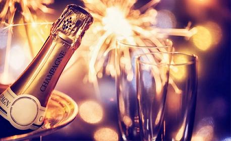 Нова година за двама в Поморие! 1, 2 или 3 нощувки със закуски, плюс празнична вечеря