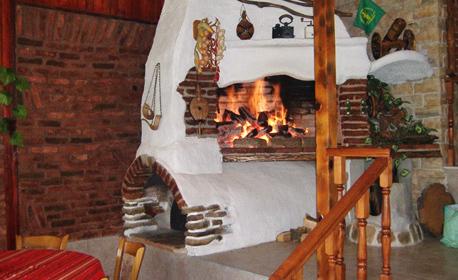 Есен край Иракли! Нощувка със закуска - във вилно селище Свети Влад