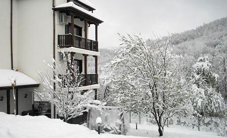 Зима в Троянския Балкан! Нощувка със закуска и вечеря - в с. Орешак