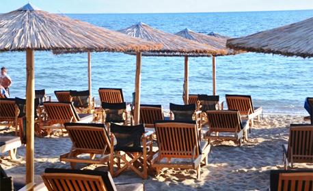 През Юли, Август и Септември в Гърция! 2 или 3 нощувки за до трима в Паралия Офринио - на 20 метра от плажа