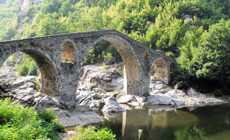 Почивка в село Баните в Родопите! 2, 3 или 5 нощувки със закуски и вечери, плюс джакузи или вана с минерална вода