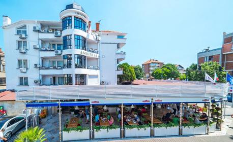 Цяло лято в Несебър! Нощувка с възможност за закуска и вечеря - на 150м от плажа
