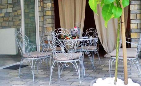 Юли и Август в Гърция! 2 или 3 нощувки със закуски и вечери за двама, трима или четирима