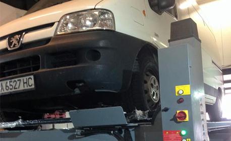 Реглаж на преден и заден мост на лек автомобил, джип или бус