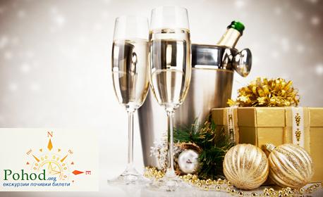 Нова година на остров Тасос! 3 нощувки със закуски и вечери с жива музика, плюс транспорт и посещение на Кавала