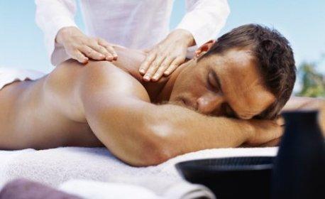 Масаж на цяло тяло - индийски Абхаянга или детокс със сауна ефект, плюс глинена маска и масаж на лице и скалп