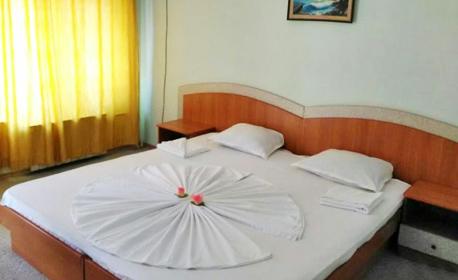 Почивка в Бургас! Нощувка за двама - на 100м от брега на морето