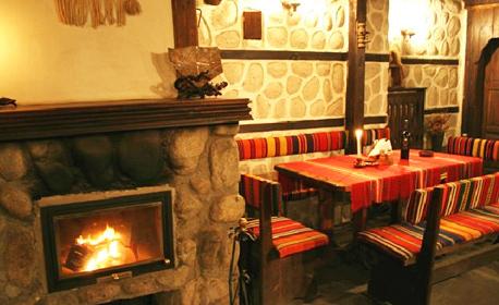 Романтика в Банско! Нощувка със закуска и вечеря за двама, плюс сауна