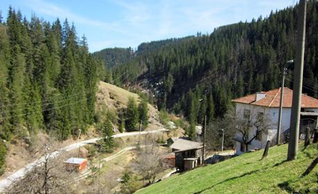 Пролетен релакс край Смолян! Нощувка за до 8 човека в село Кутела