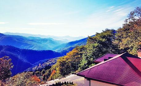 Есенна приказка в Родопите! Нощувка в къща за до 10 човека