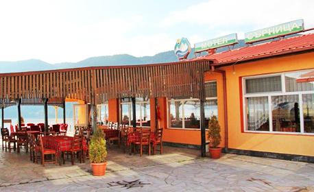 Почивка в Сърница - на брега на язовир Доспат! Нощувка със закуска за двама