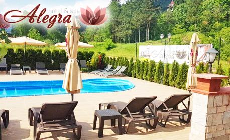 Лятна почивка във Велинград! 2, 3 или 5 нощувки със закуски, плюс релакс зона и минерален басейн
