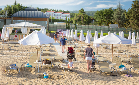 До края на Септември в Свети Влас! Нощувка за двама, трима или семейство с две деца - на 30м от плажа