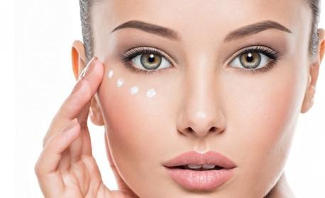 Терапия за лице с BB Glow серум за подмладяване и подобряване на тена, плюс успокояваща и охлаждаща маска