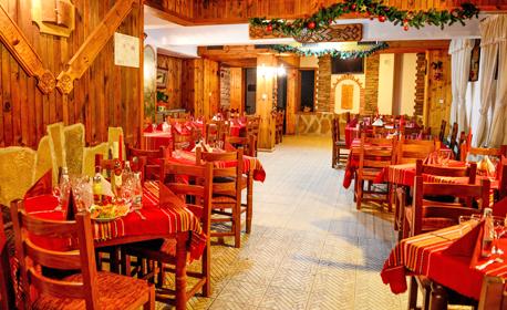 Свети Валентин в Еленския Балкан! 2 нощувки със закуски и празнична вечеря, плюс басейн, джакузи и парна баня