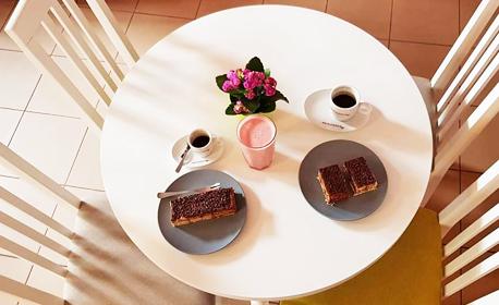 1.5кг сет с американски бисквитки, шоколадови топки, еклерчета и мини брауни